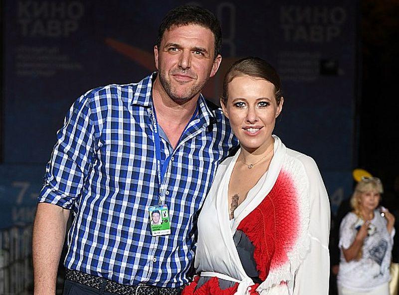 Ksenija Sobčaka ar dzīvesbiedru aktieri Maksimu Vitorganu kinofestivālā Sočos.