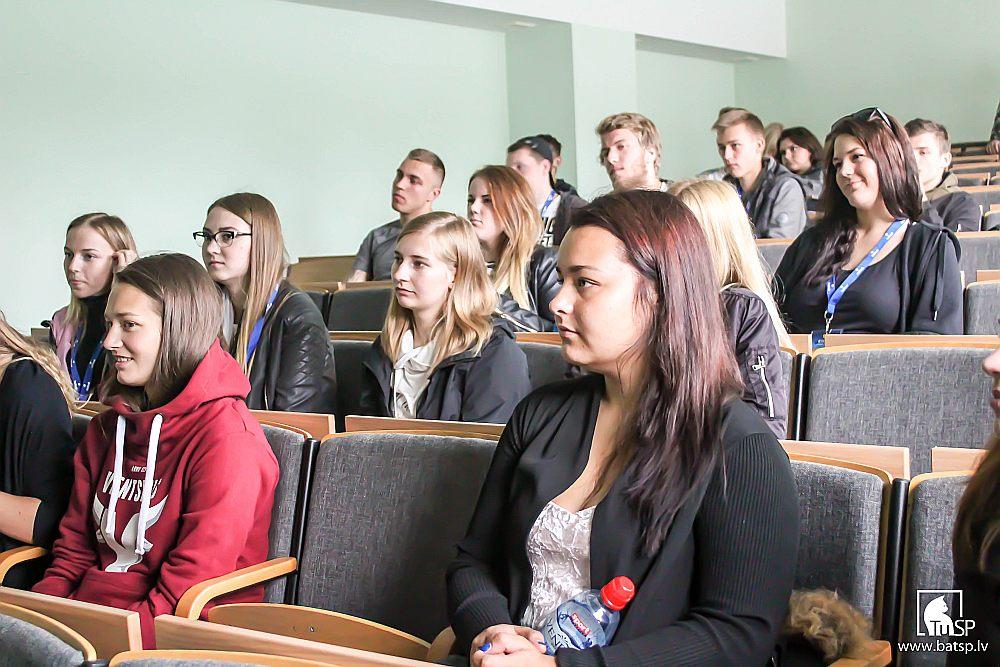 """Biznesa augstskolai """"Turība"""" valdība nesen liedza atvērt studiju virzienu """"Mākslas"""", norādot, ka šajā jomā studentus izglīto jau daudzas augstskolas. Taču tagad valdība grasās atteikties lemt par jaunu studiju virzienu lietderību privātajās augstskolās."""