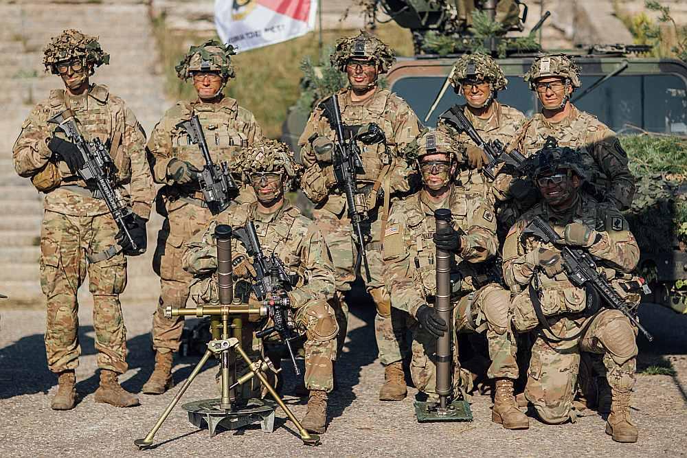 NATO spēku karavīri mācībās Ādažu poligonā šā gada oktobrī.