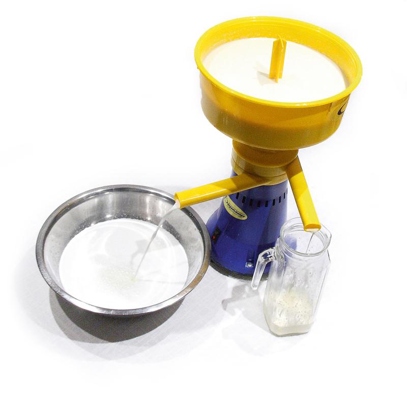 Piena separators ar ražību 80 litru stundā, tā jauda 80W. Iespējams iegūt 0,2% vājpienu. Piltuvē vienlaikus var ieliet 5,5 litrus piena. Ierīcei ir 11separēšanas šķīvīšu, kas izgatavoti no nerūsējošā tērauda. Daudz plastmasas detaļu. Cena– 100 eiro