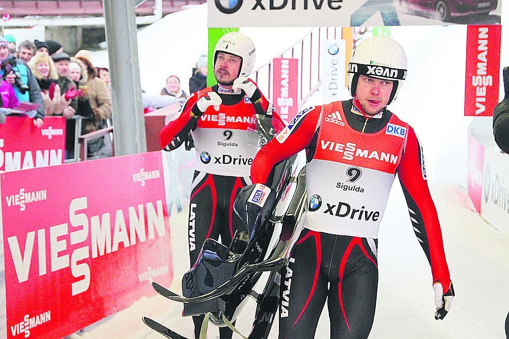Andris (no kreisās) un Juris Šici olimpiskajās spēlēs katrs izcīnījis pa sudraba un divām bronzas medaļām.
