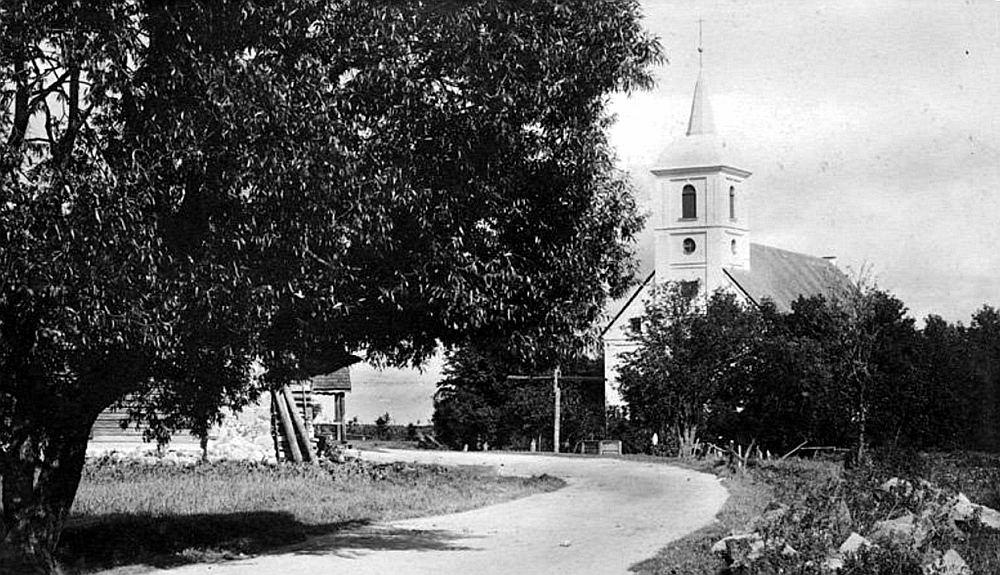 Lazdonas baznīca 20. gs. sākumā.