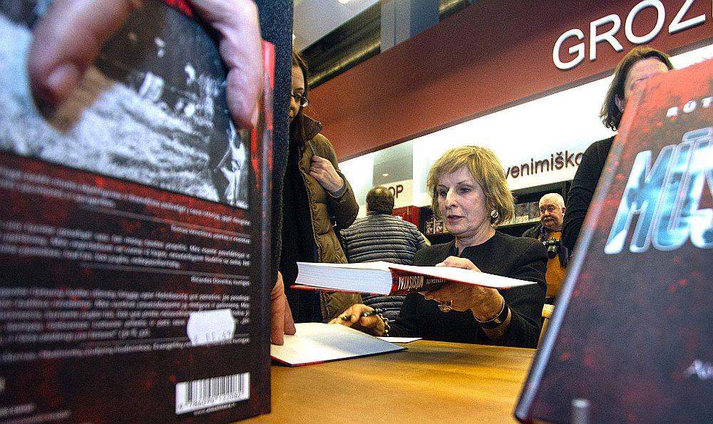 """Rūta Vanagaite grāmatas """"Mūsējie"""" prezentācijā 2016. gada februārī Viļņā."""