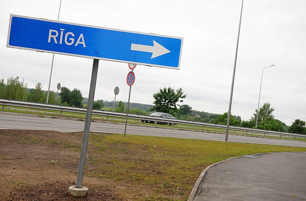 Ja pašvaldības sāks iekasēt naudu par iebraukšanu pilsētā, autobraucējiem ceļš uz un no Rīgas kļūs krietni sarežģītāks un arī dārgāks.