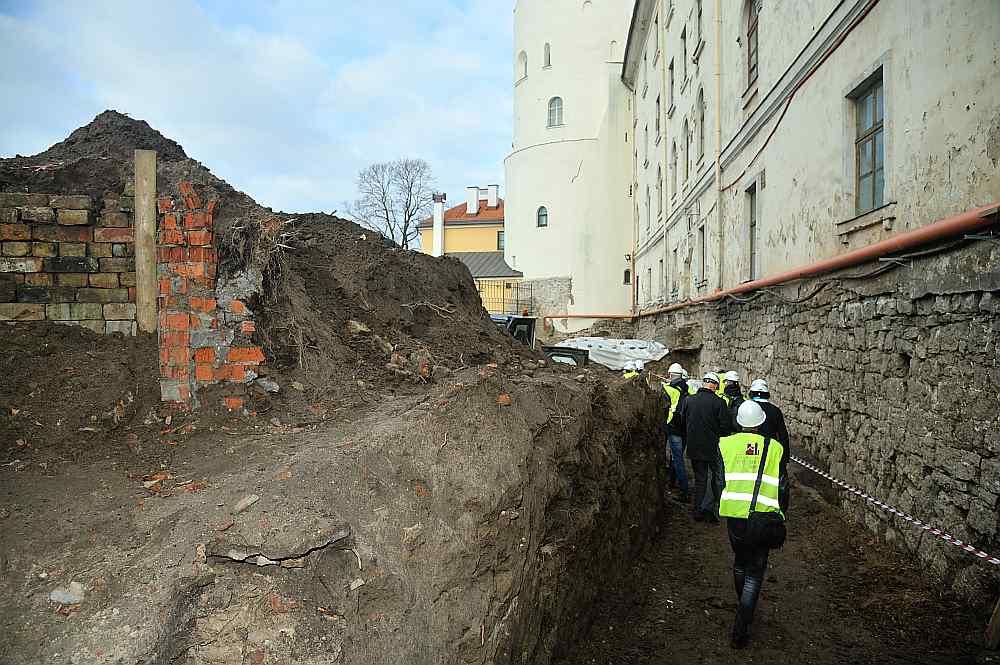 Noņemot grunts slāni Rīgas pils Horna bastionā, atklājušās dažādos gadsimtos tapušas mūra konstrukcijas.