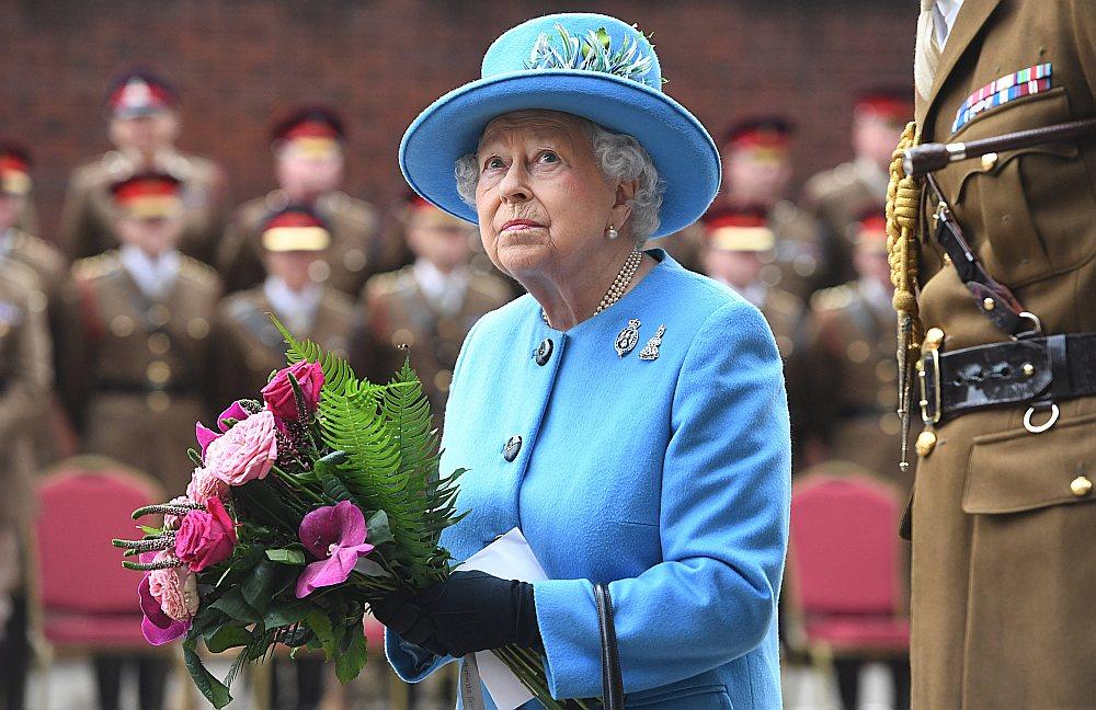 """Starp publiskotajiem """"Paradīzes dokumentiem"""" ir informācija, ka Britānijas karalienes Elizabetes II nauda caur Lankasteras hercogisti ir ieguldīta fondā Kaimanu salās."""