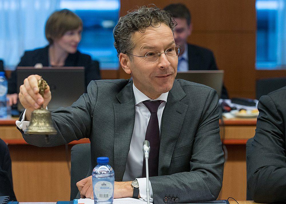 Eirogrupas priekšsēdētājs Jerūns Deiselblūms iezvana eirozonas finanšu ministru sanāksmes sākumu 6. novembrī Briselē.