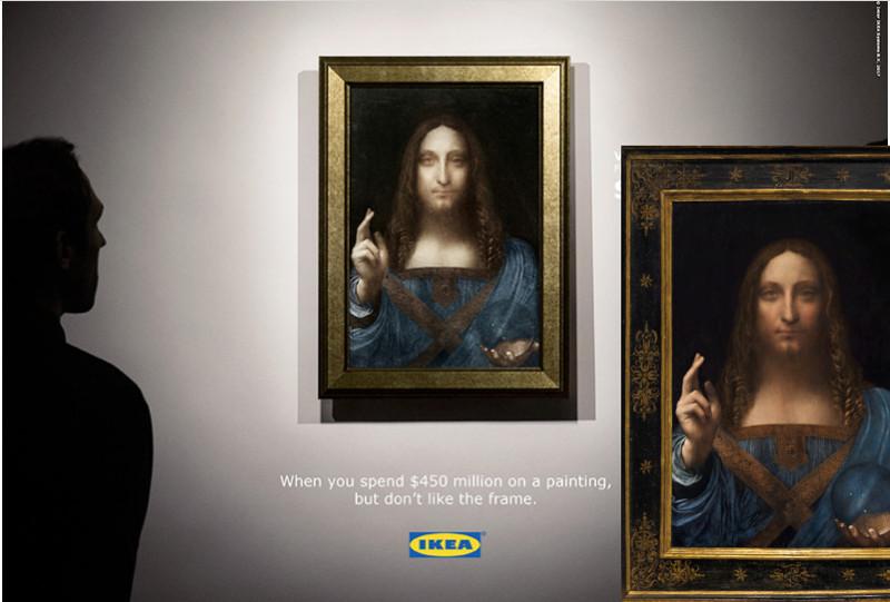 """""""Salvator Mundi"""" ar oriģinālo rāmi (lejā pa labi) un """"Ikea"""" versijā (centrā)."""