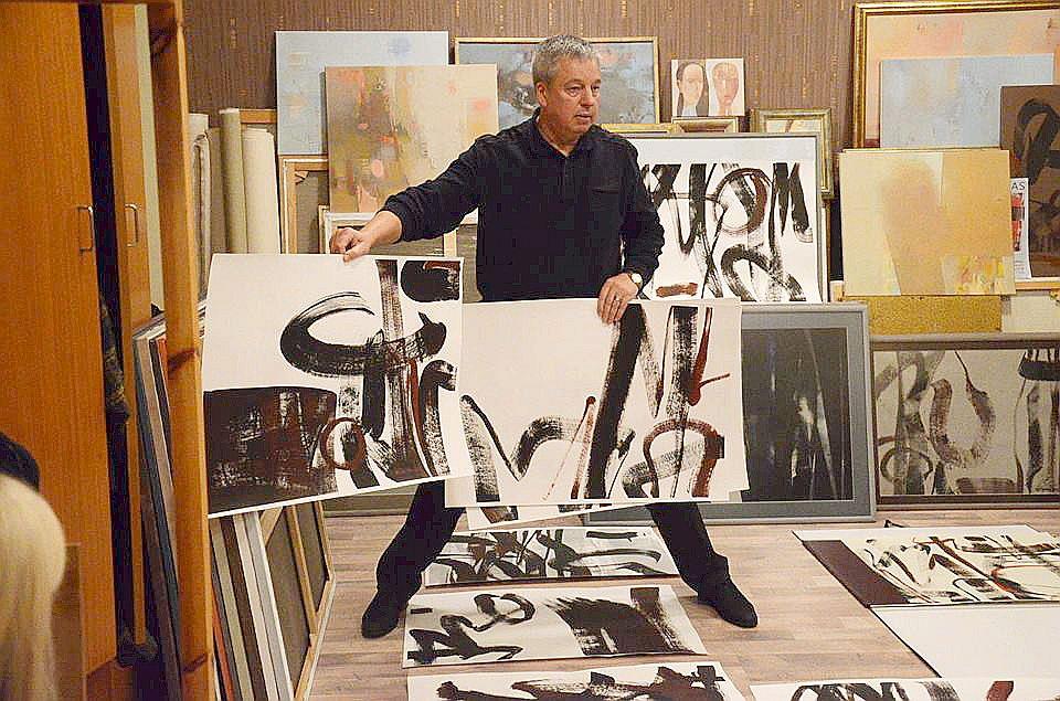Lietuviešu mākslinieks Ričards Garbačausks savā karjerā izveidojis 15 izstādes kā Lietuvā, tā ārzemēs un ikdienā strādā kā profesors Šauļu universitātes Tēlotājmākslas katedrā.