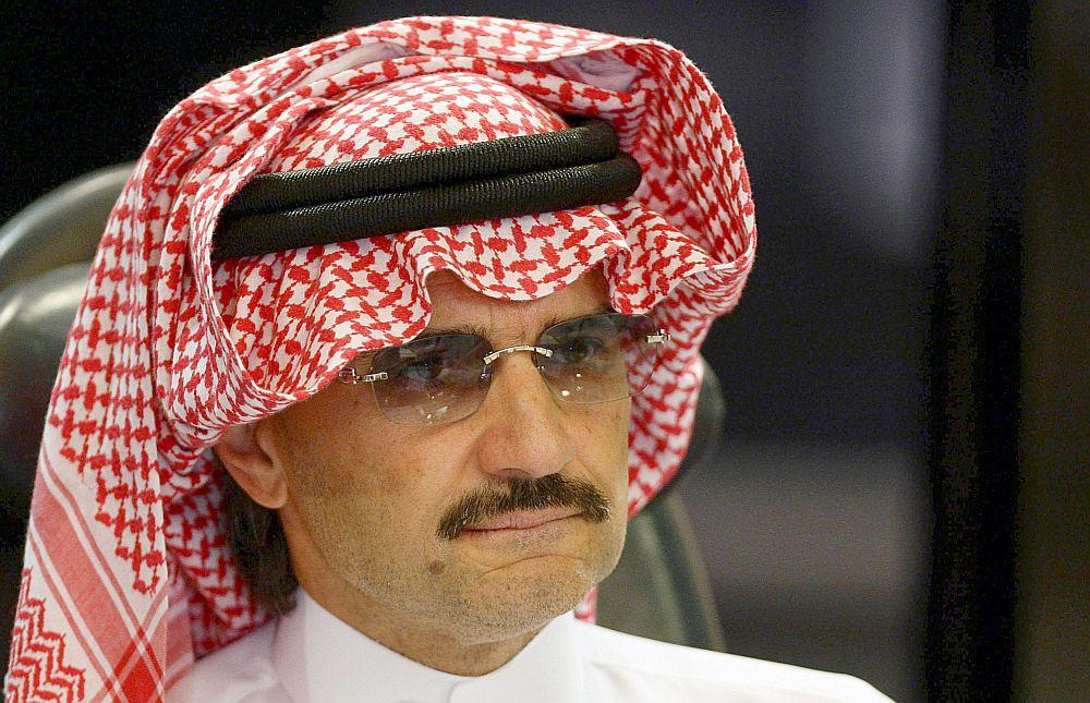 """Starp aizturētajiem ir arī miljardieris princis Al Valīds bin Talals, kura bagātību žurnāls """"Forbes"""" lēš ap 17 miljardiem dolāru."""
