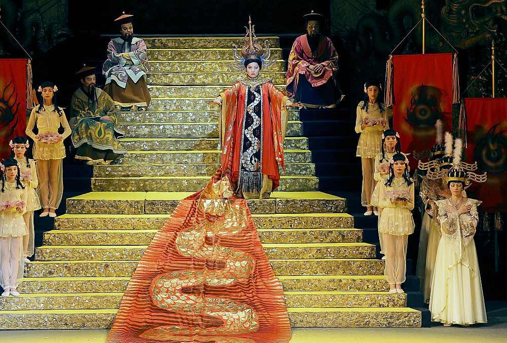 Princeses Turandotas lomas atveidotāja – lietuviešu viesmāksliniece Sandra Janušaite – savu spēju robežās izdarīja daudz, taču titullomas iedzīvinājums par muzikālu virsotni nekādi nekļuva.