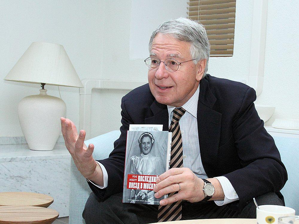 """Par """"Somijas diplomātijas leģendu"""" godātais Renē Nībergs nesen Rīgā piedalījās savas grāmatas """"Pēdējais vilciens uz Maskavu"""" atvēršanā. Grāmata tulkota vairākās valodās. Somijā tai bijusi liela rezonanse."""