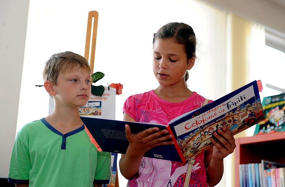 Jaunie lasītāji Rīgas Centrālajā bibliotēkā.