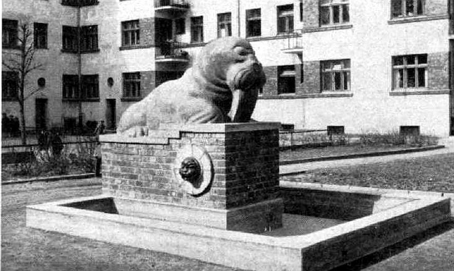 """R. Maura (1888 – 1966) veidotā """"Jūras lauva"""" 30. gados."""