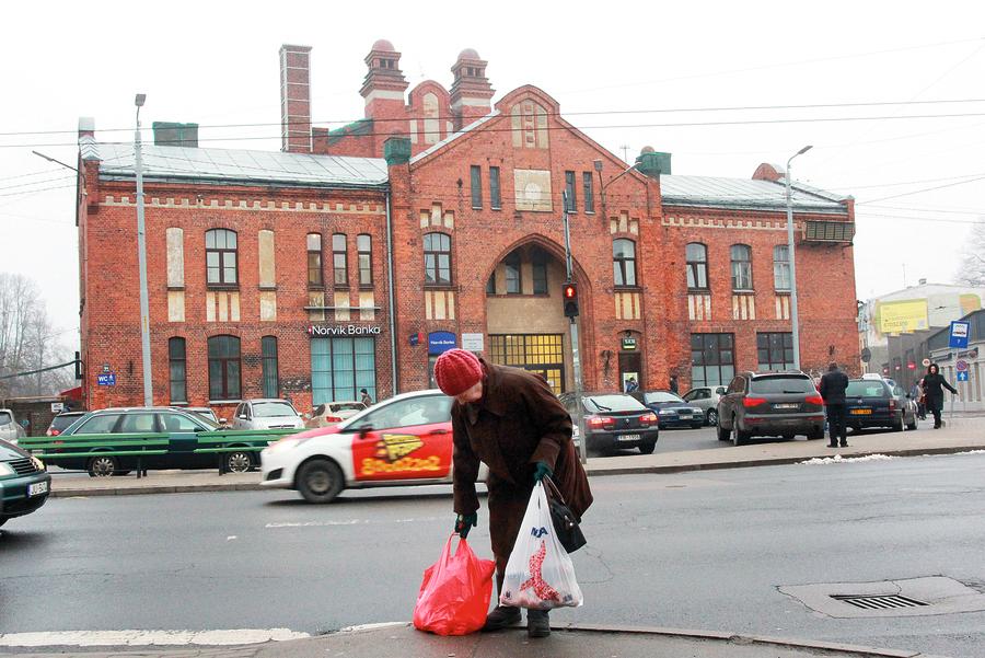 Āgenskalna tirgus uzcelts 1925. gadā, paviljona projektu izstrādājis Rīgas galvenais arhitekts Reinholds Šmēlings. Ēkai raksturīgs 20. gadsimta sākuma racionālais jūgendstils.