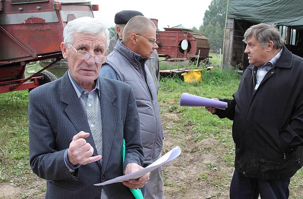 Juris Apšs (no kreisās), Kārlis Greidāns, Jānis Kuzmans teic, ka, privatizējot ezeru, neesot zinājuši, ka ezers apgrūtināts ar valstij noteiktajām zvejas tiesībām.