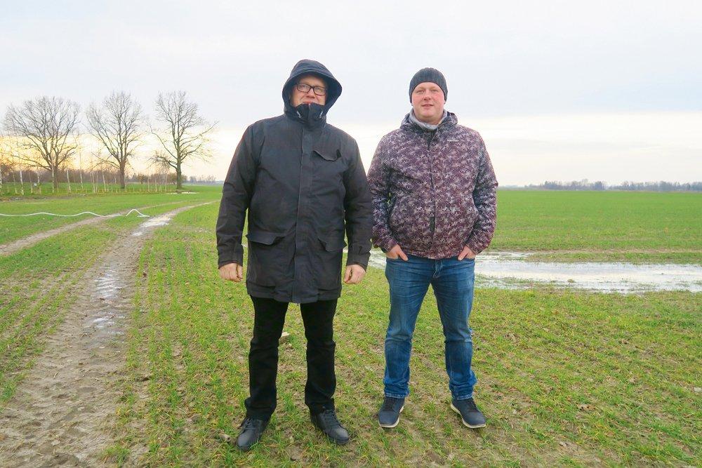 Gundars Liepa (no kreisās) un Ermīns Liepa aicina Latvijas valsti Eiropas Komisijā cīnīties par auzu audzēšanu kā zaļināšanas pasākumu.