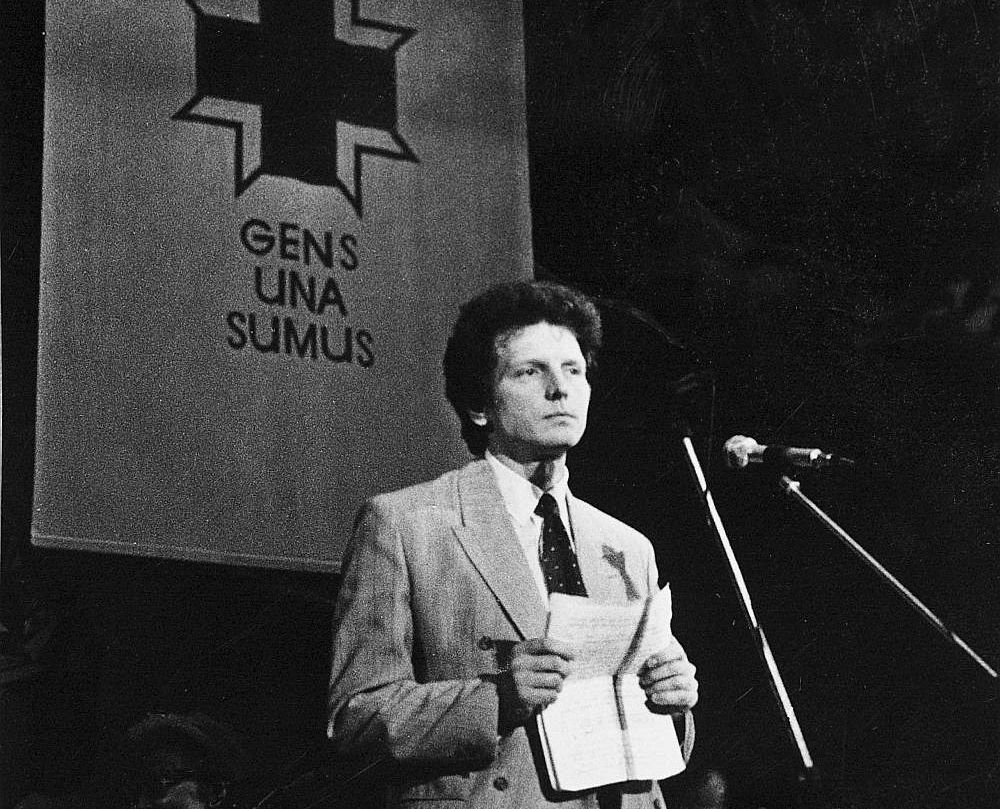 Kad Daini Īvānu ievēlēja par LTF priekšsēdētāju, viņš bija 33 gadus vecs, populārs žurnālists, bezpartijisks.