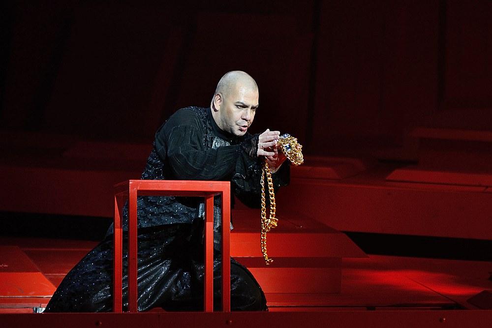 """Igaunijas Nacionālās operas viesizrāžu programmā 1. martā Rīgā varēs redzēt arī operas """"Kardijaks"""" izrādi somu režisora Vilpu Kiljunena režijā. Savukārt Latvija Tallinā rādīs baletu """"Šeherezāde un viņas stāsti"""" Leo Mujica horeogrāfijā un Dž. Verdi operu """"Nabuko""""."""