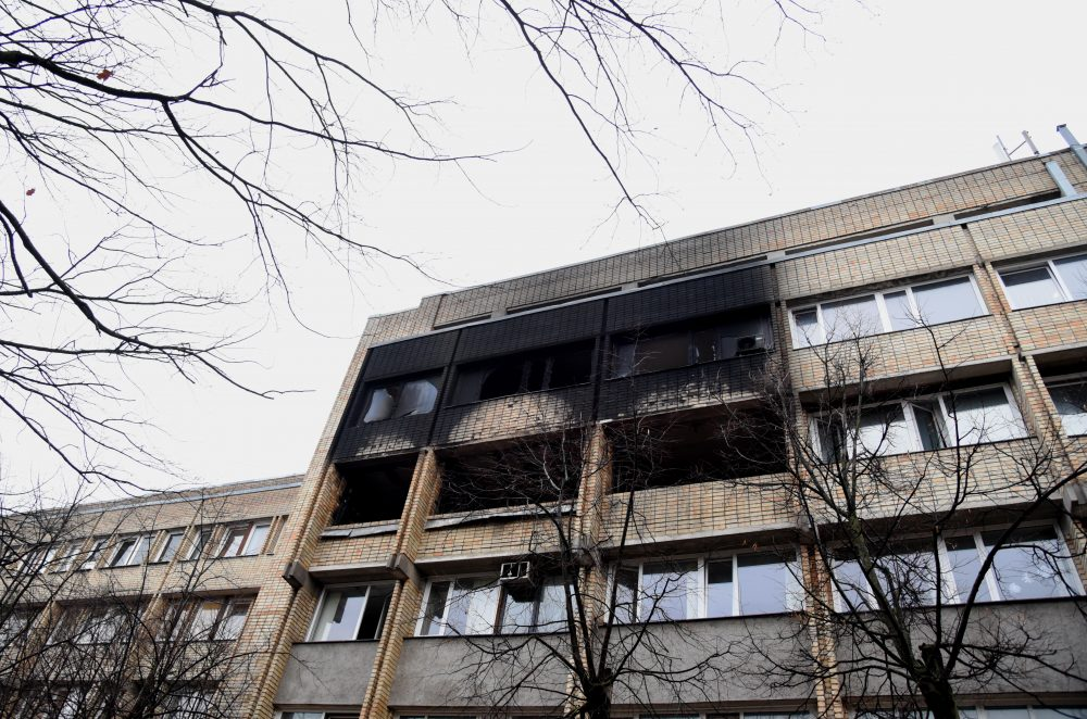 Tiesībsargājošo iestāžu ēka Stabu ielā pēc ugunsgrēka, kurā pilnībā izdeguši Valsts policijas Satiksmes drošības pārvaldes priekšnieka Normunda Krapša un viņa palīdzes kabineti.