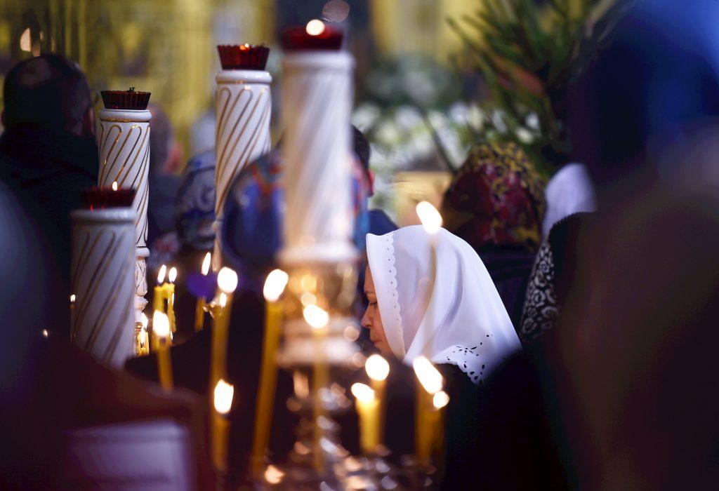 Pareizticīgo Ziemassvētkiem veltīts dievkalpojums Rīgas Kristus Piedzimšanas katedrālē.