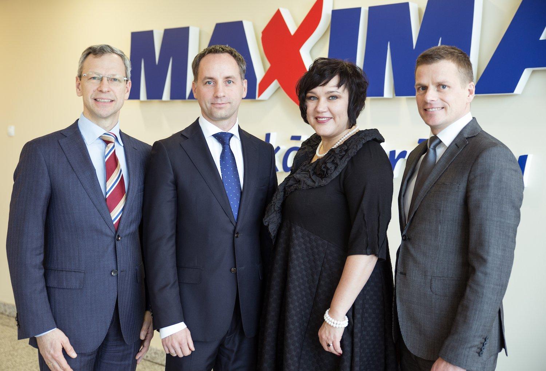 """""""Maxima Latvija"""" valde (no kreisās) – komercdirektors Viktors Troicins. valdes priekšsēdētājs Andris Vilcmeiers, operacionālā vadītāja Kristīne Āboltiņa, Korporatīvo attiecību vadītājs Jānis Vanags."""