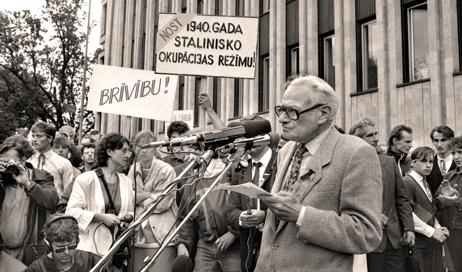 1988. gada 14. jūnija mītiņā pie Kongresu nama.