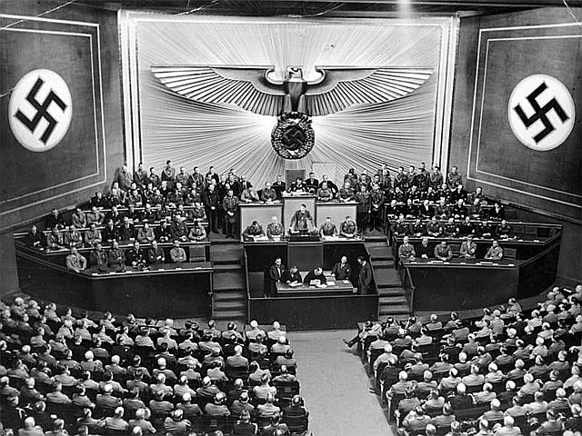 Ā. Hitlera runa Krolla operā.