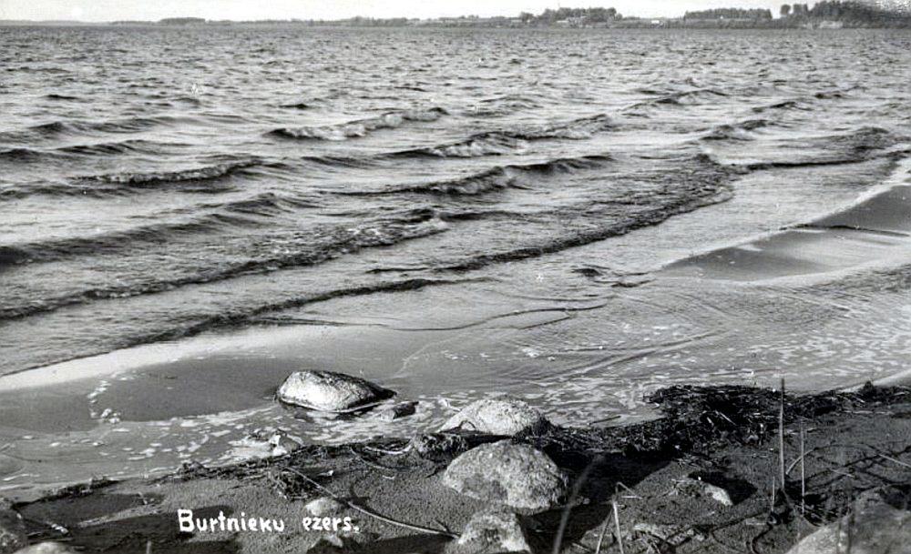 Burtnieku ezers 30. gados vasarā.