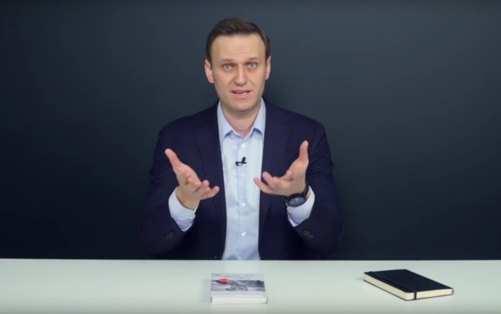 Aleksejs Navaļnijs komentē dažādus jautājumus savā You Tube profilā.
