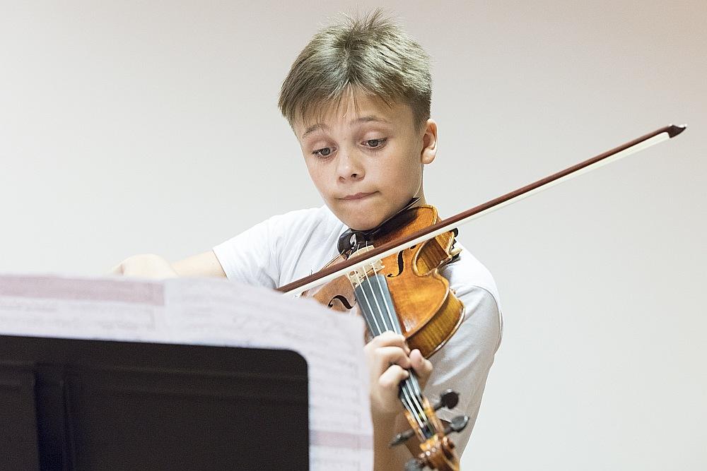 Pirmo reizi kopā ar simfonisko orķestri Daniils Bulajevs uzstājies septiņu gadu vecumā, viņš ir vairāku starptautisku bērnu konkursu un festivālu laureāts.