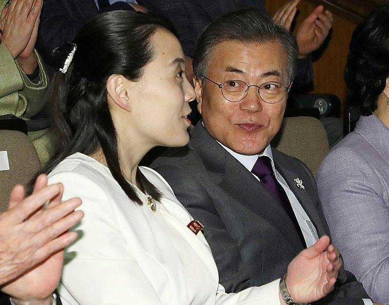 Dienvidkorejas prezidents Muns Džēins un Ziemeļkorejas diktatora Kima Čenuna māsa Kima Jočena vakar Seulā kopā apmeklēja koncertu Korejas Nacionālajā teātrī.