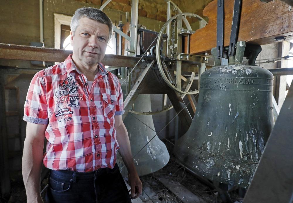 """Vācijas baznīcā atrodas 1934.gadā no bronzas izliets """"Hilera zvans""""."""