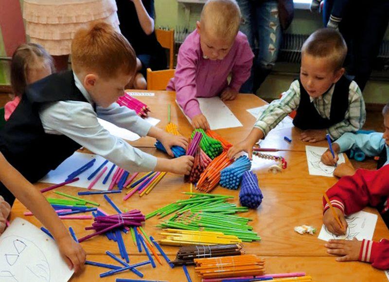 Pēdējās Zinību dienas rosība Jaunburtnieku skolā, kuru paredzēts slēgt šā gada 1. augustā.