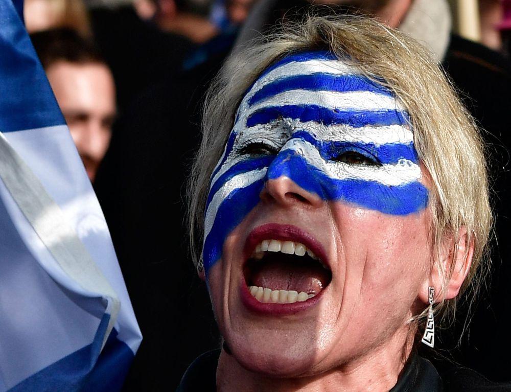 """Demonstranti svētdien, 2. februārī, Sintagmas laukumā Atēnās pieprasa: """"Maķedonija ir grieķu!"""""""