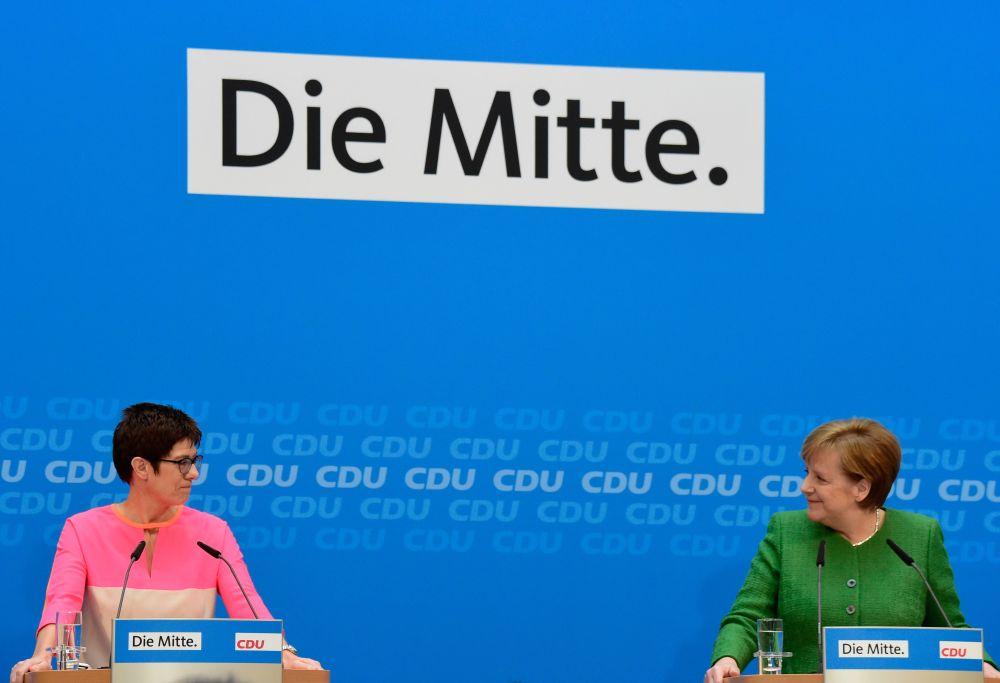 Vācijas kanclere Angela Merkele uz Kristīgi demokrātiskās savienības (CDU) ģenerālsekretāra amatu izvirzījusi Zāras federālās zemes premjerministri Annegrētu Krampu-Karenbaueri