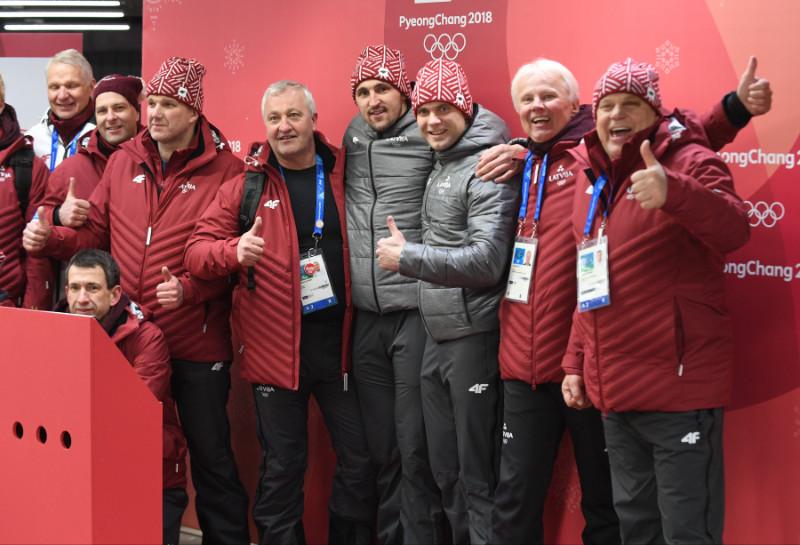 Oskars Melbārdis, Jānis Strenga ar Latvijas Bobsleja un skeletona federācijas vadību un treneru korpusu.