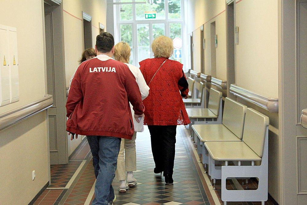 Mediķu arodbiedrība piekrīt, ka Latvijā ir problēma ar ārstu trūkumu, taču iebilst, ka tiktu atviegloti ceļi ārstu viesstrādnieku piesaistīšanai.
