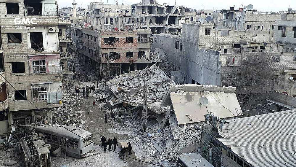 """Situāciju Damaskas austrumu piepilsētā Goutā, ko intensīvi bombardē Sīrijas režīma aviācija, ANO ģenerālsekretārs Antoniu Guterešs nodēvējis par """"elli zemes virsū, kur kara noziegumi notiek katru dienu""""."""