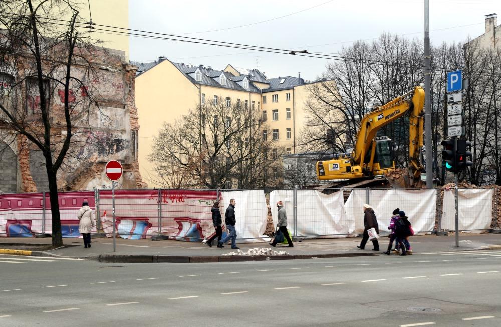 Rīgā 2016.gada 15.februārī nojauca graustu Brīvības ielā 78a, kas dregradēja vidi.