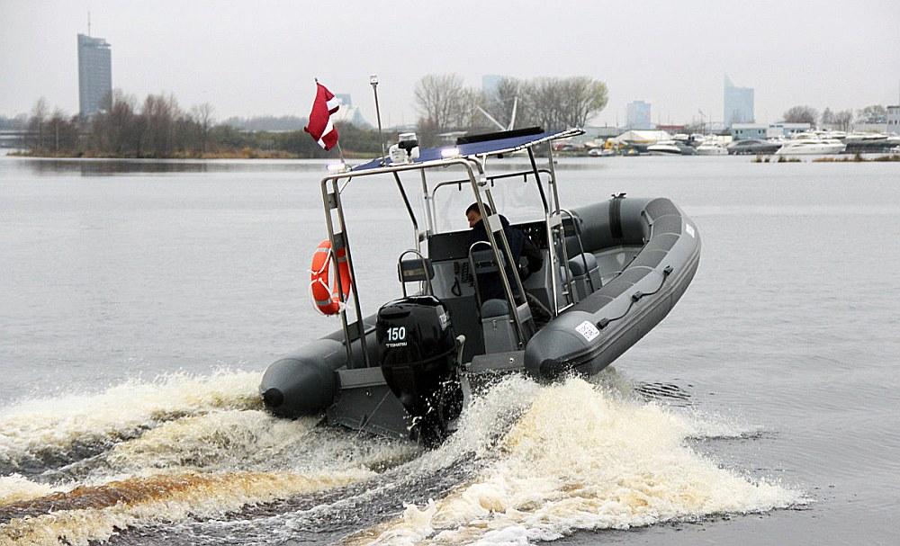 """Militārā policija ir uzskatījusi par nepieciešamu iegādāties motorlaivu """"Fjordstar 750"""". (Ilustratīvs foto no """"Fjordstar"""" kataloga.)"""