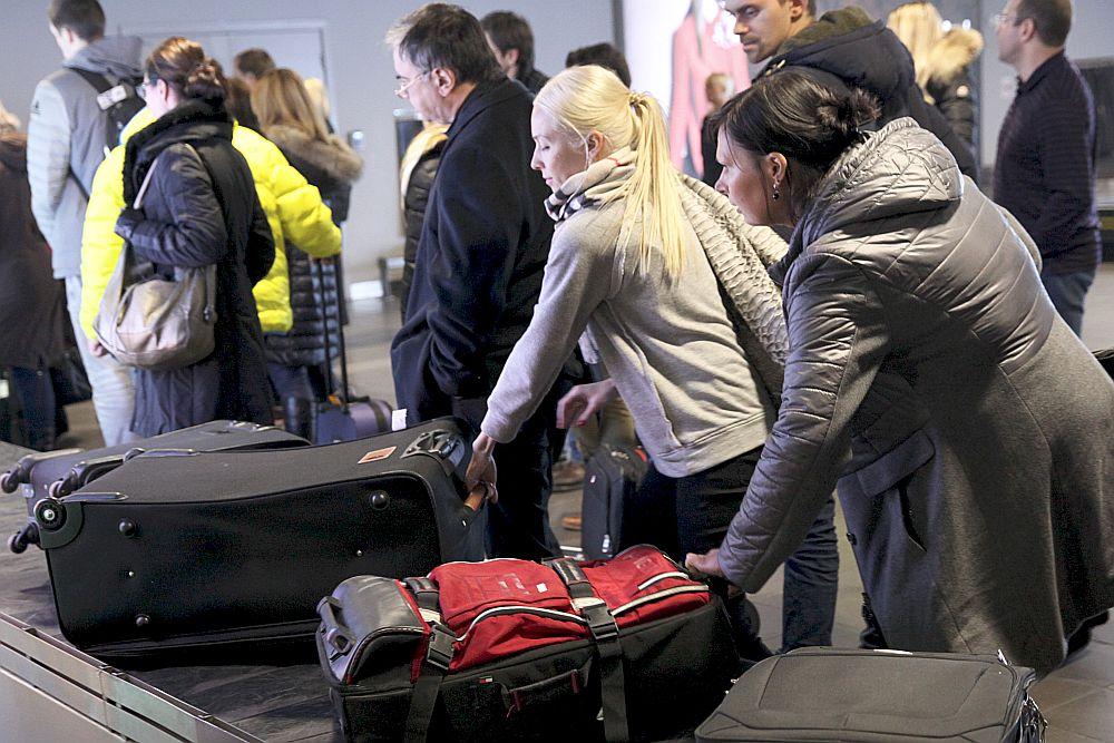 Ārvalstīs dzīvo aptuveni trešdaļa miljona Latvijas valstspiederīgo. Aug arī Latvijas tūristu skaits ārvalstīs.