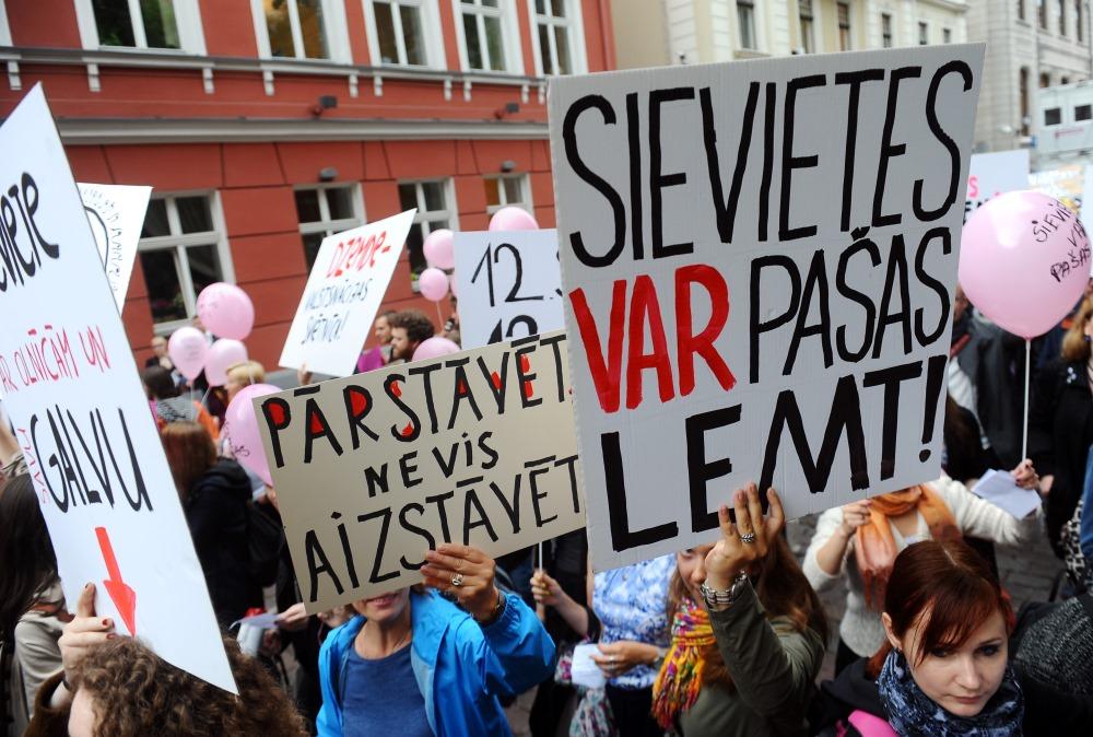 Arhīvs. Pie Saeimas protestē pret olšūnu ziedojumu ierobežojumiem 16.06.2016.