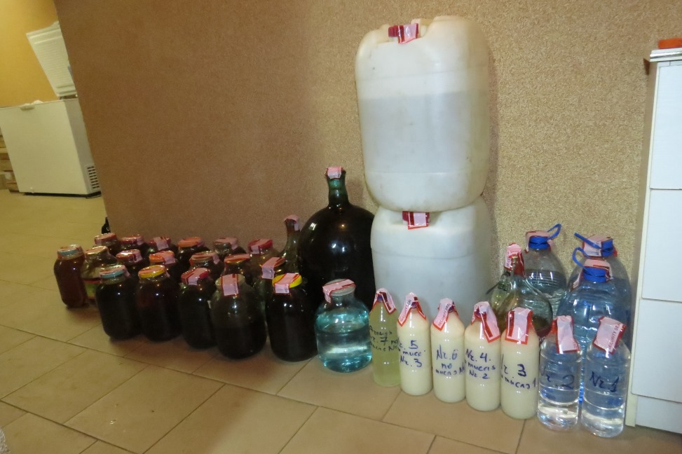 Rēzeknē, Audriņu pagastā atklāj nelegālu alkohola ražotni.