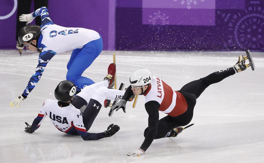 Roberto Puķītis (pa labi) cīņā ar konkurentiem