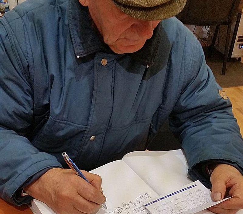 Savu vēlējumu Latvijai Tautas saimes grāmatā raksta Gunārs Ozols no Mērsraga novada.