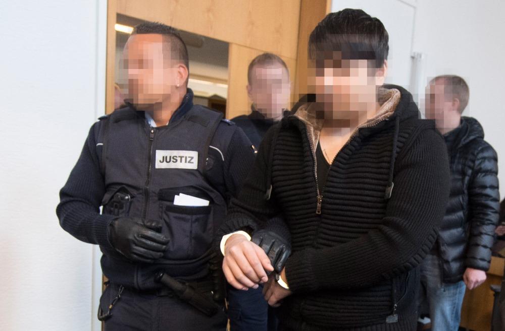Vācijā notiesā afgāņu imigrantu par studentes izvarošanu un nogalināšanu. Viņam piespriež mūža ieslodzījumu, 22.03.2018.