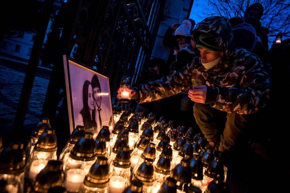 Slovākijā piemin  noslepkavoto žurnālistu Jānu Kucjaku.