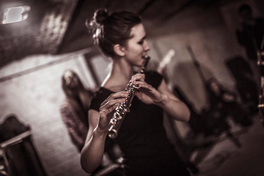 Flautiste Alise Golovacka sāks mācīt audzēkņus Ernesta Lībieša rokmūzikas skolā.