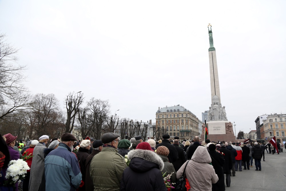 Pie Brīvības pieminekļa Valsts prezidents Raimonds Vējonis uzrunāja visus, kas godināja Komunistiskā genocīda upurus, 25.03.2018.